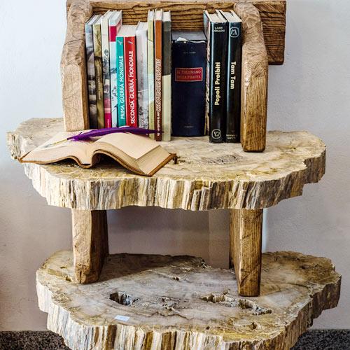 Tavolino con tronco di legno fossile for Tronco albero arredamento