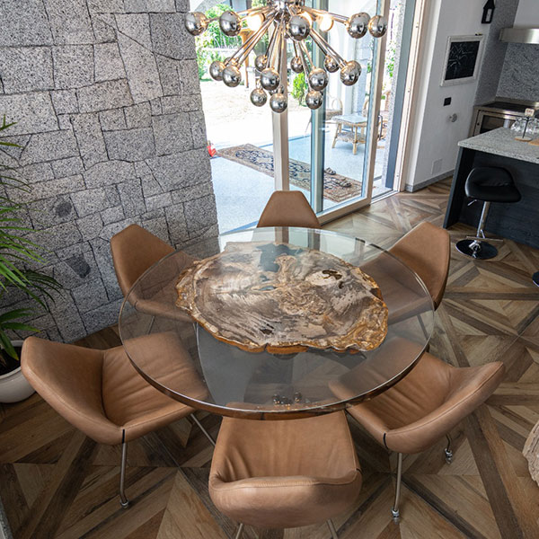 Round glass table with fossil wood base
